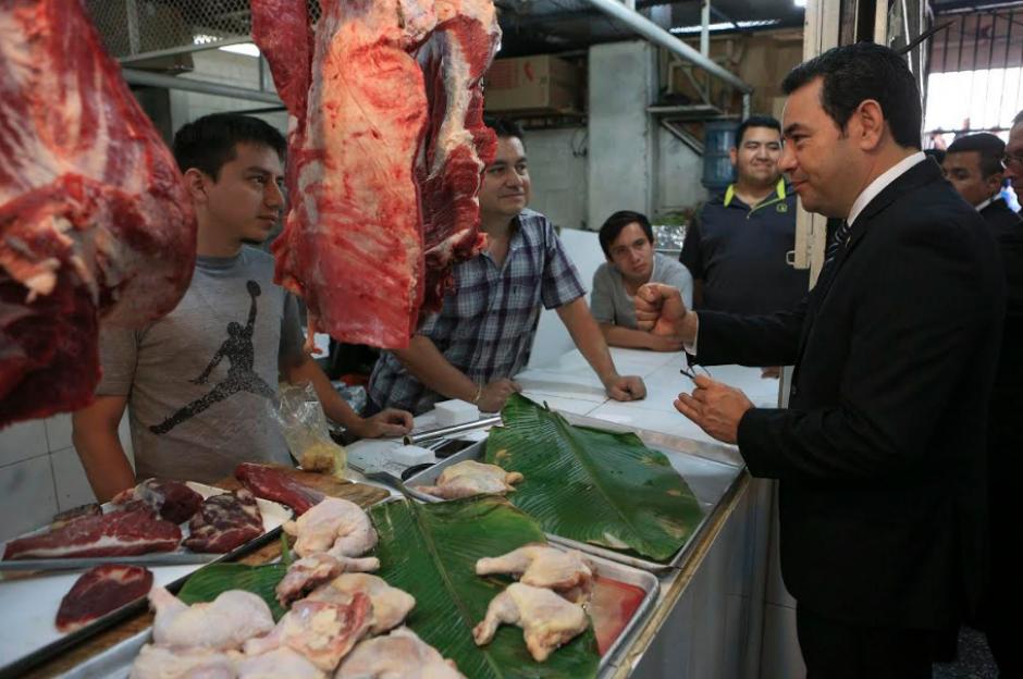 Según la AGN, el Presidente constató los precios de la canasta básica. (Foto: AGN)