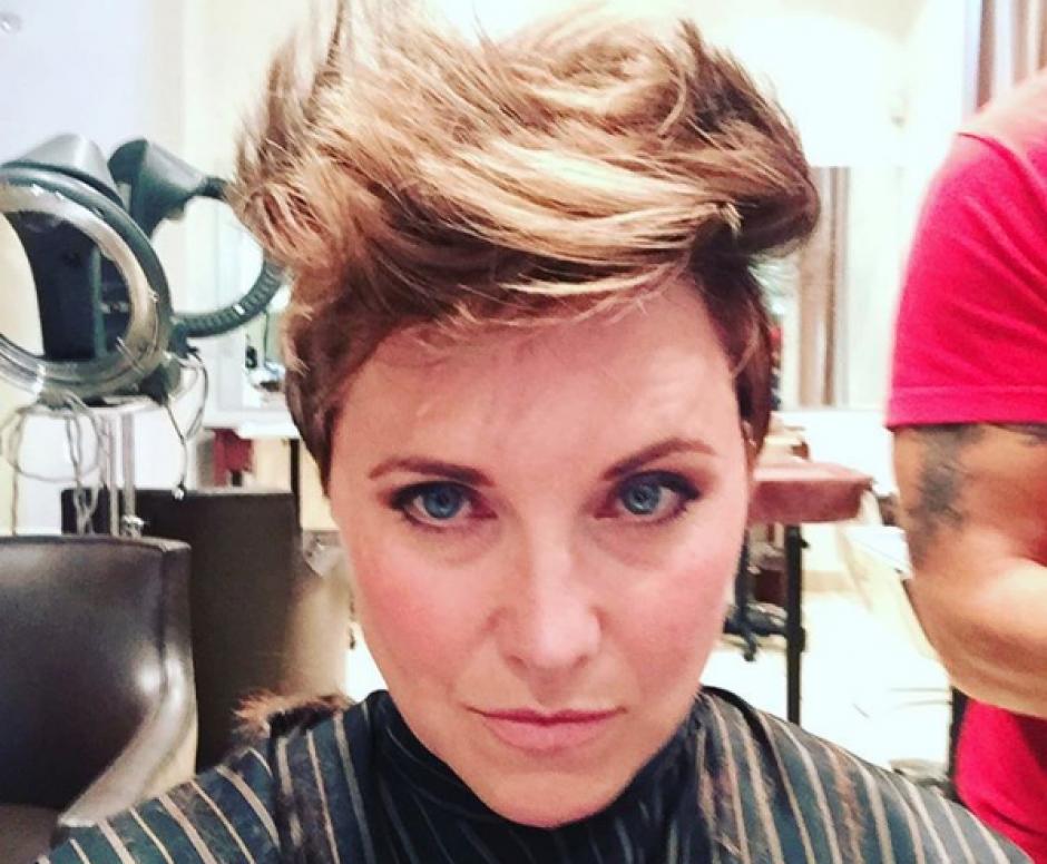 La actriz de 48 años ha optado por utilizar el cabello corto, muy alejado del largo cabello de Xena. (Foto: Instagram/reallucylawless)