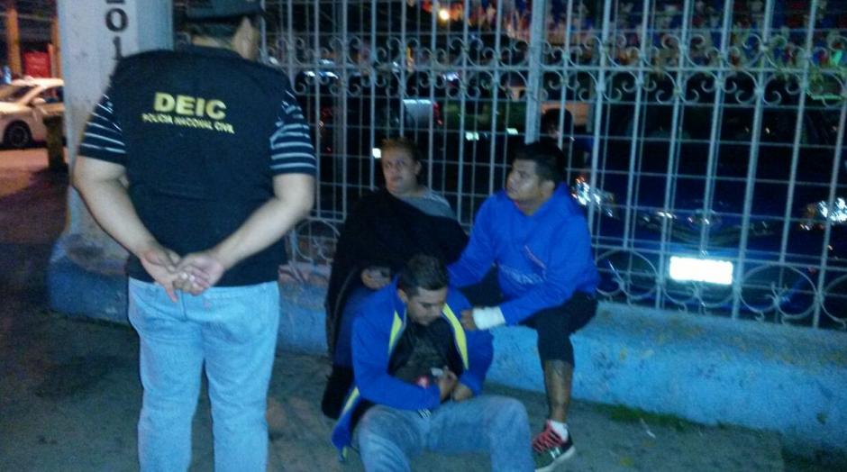 Fueron capturadas en total seis personas. (Foto: PNC)