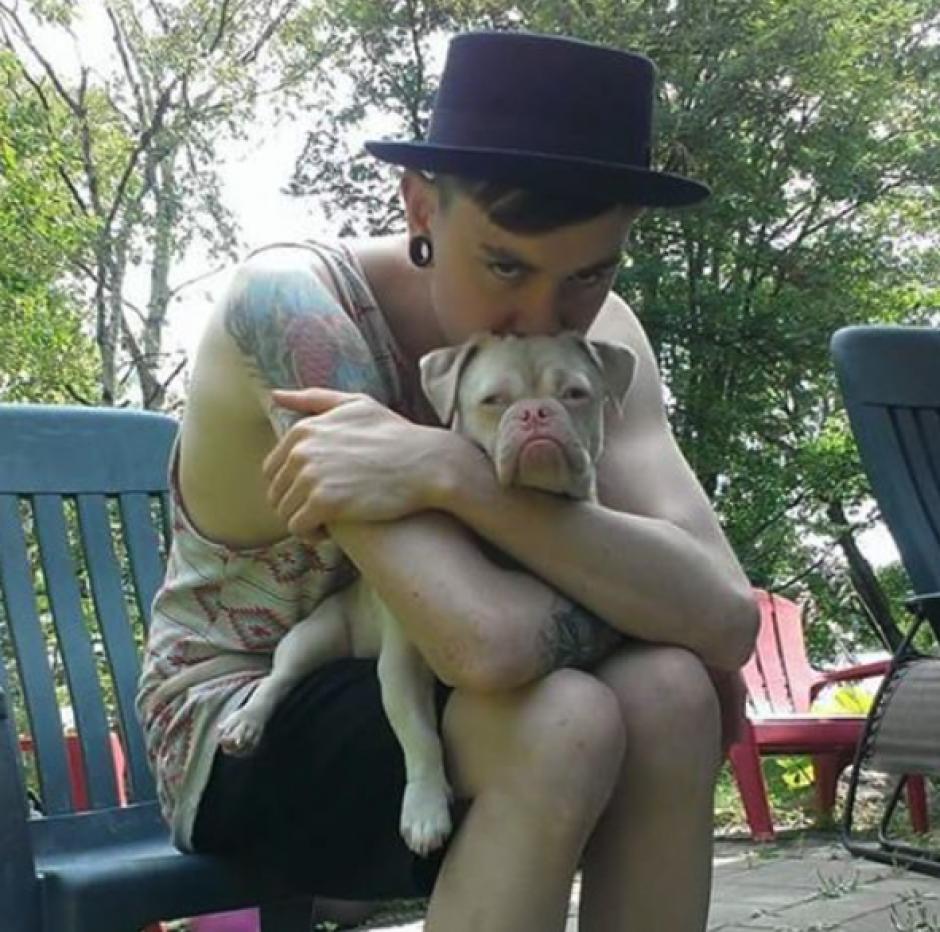 Cornelius fue adoptado por un joven a quien enamoró por medio de una foto. (Foto: Instagram)