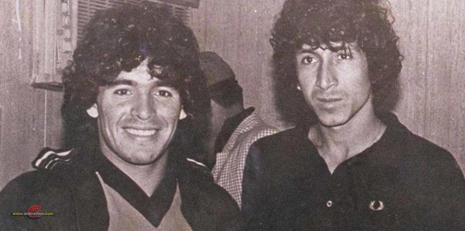 Diego Maradona y Jorge González. (Foto: CádizElDesmarque.com)