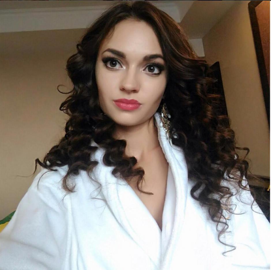 La periodista rusa ha sido elegida de entre 60 jóvenes de varios países como la mujer más bonita. (Foto: Instagram/@alena_raeva)