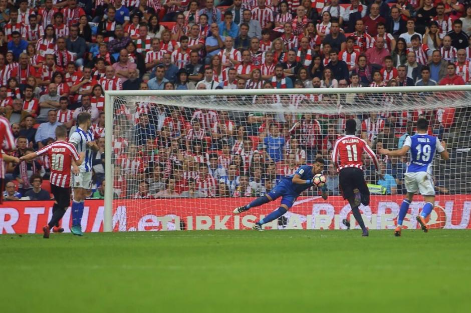 El arquero argentino quedó en fuera de juego en el tiempo de descuento. (Foto: AFP)