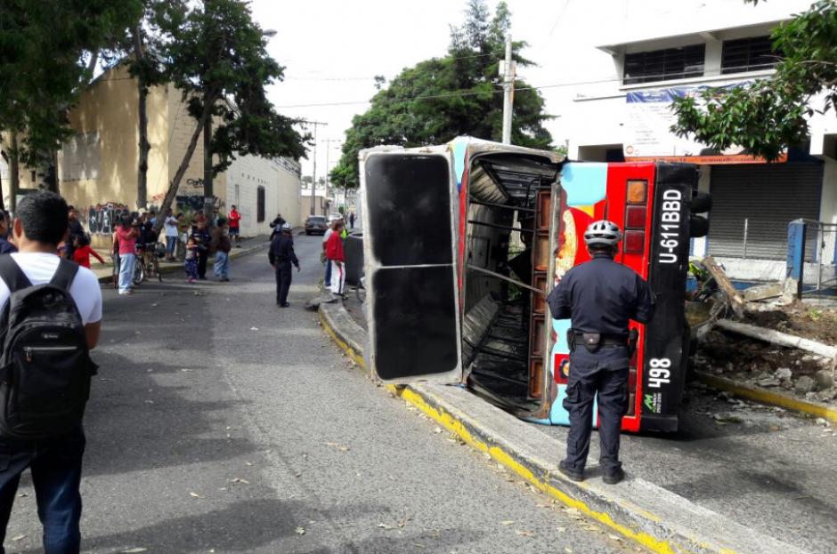 Nueve personas resultaron heridas a consecuencia del choque. (Foto: Bomberos Municipales)