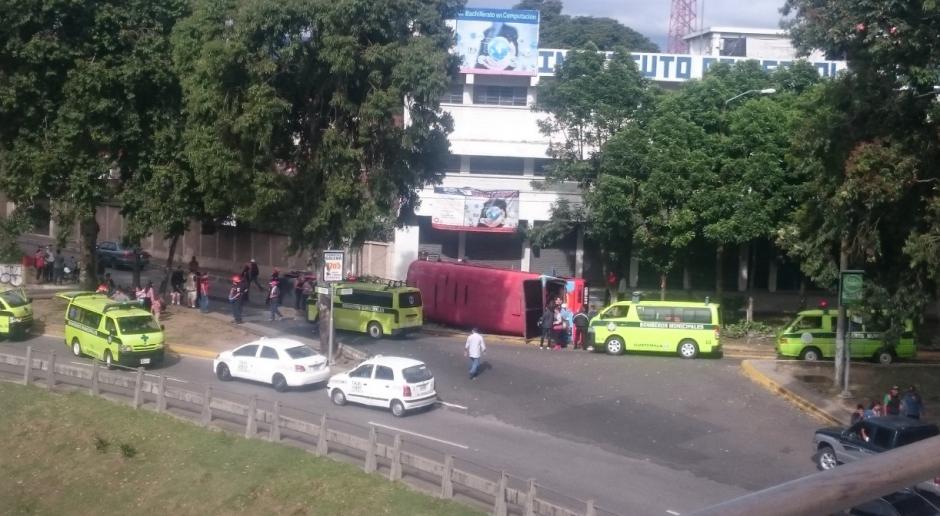 El accidente causa tráfico en el bulevar Liberación. (Foto: Twitter/@SoloDimeA_)
