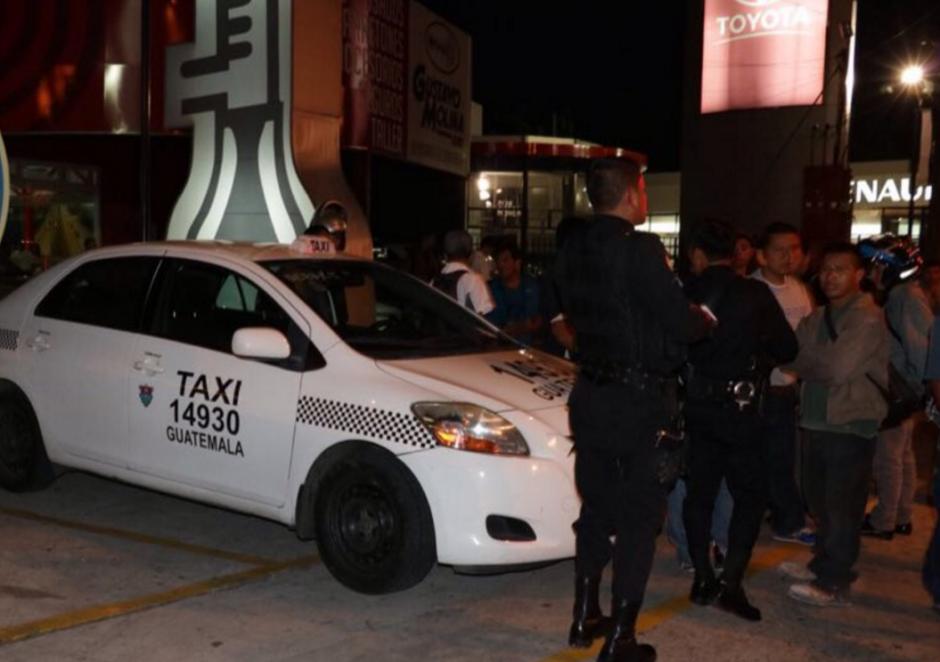 Un supuesto asaltante fue detenido en la zona 13. (Foto: Bomberos Municipales)