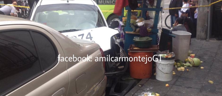 El choque también alcanzó a un vendedor de fruta en el lugar. (Foto: Amilcar Montejo/PMT)