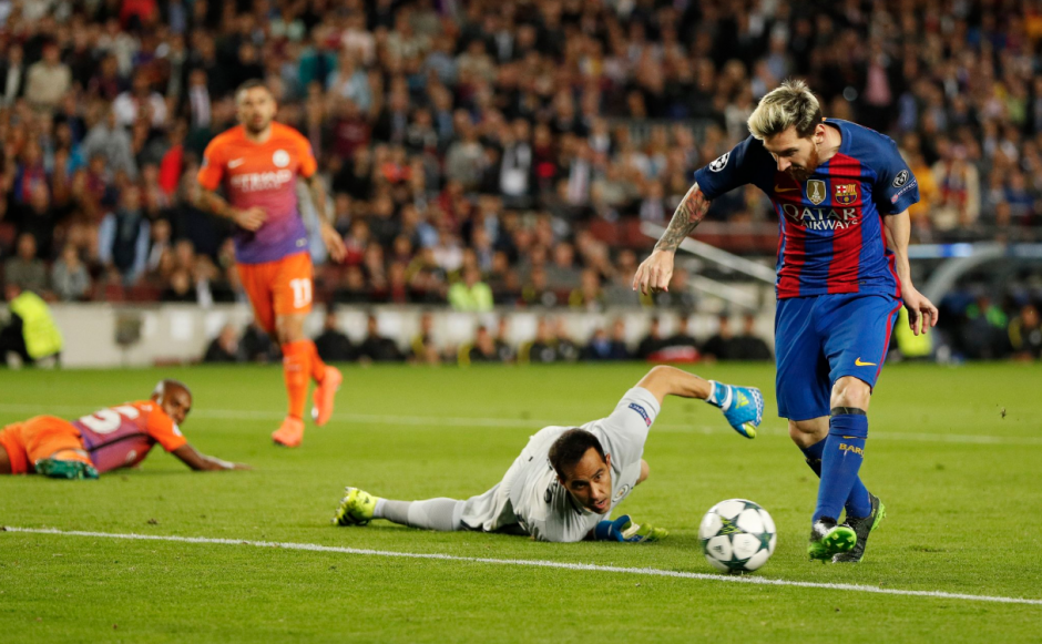 ...pero el argentino se quitó dos veces a Claudio Bravo. (Foto: Squawka)