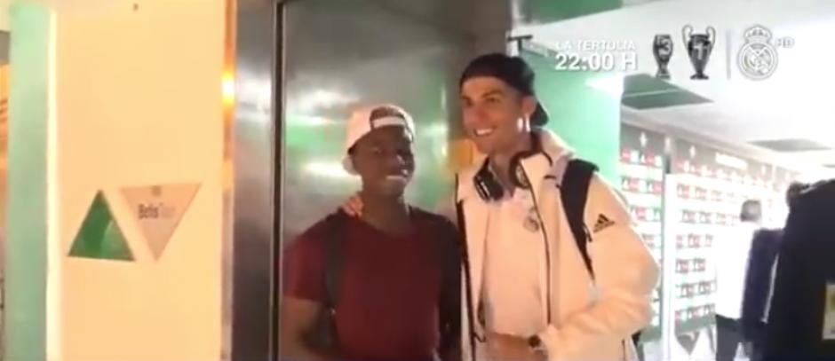 El joven de 20 años se llevó la camiseta de Ronaldo. (Imagen: captura de pantalla)