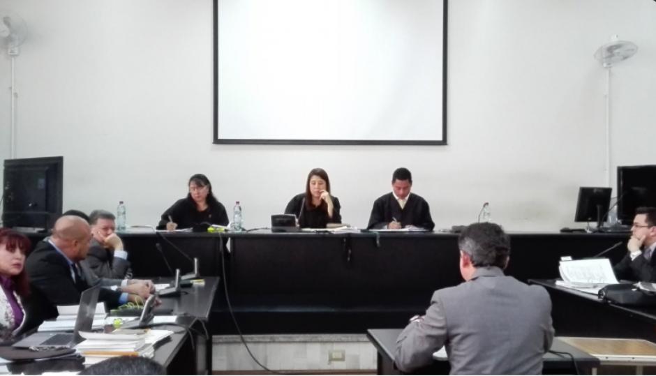 Este 19 de octubre, el Tribunal decidió otorgar un plazo a las partes procesales, luego de dar a conocer el nombre del la jueza suplente. (Foto: Marcia ZavalaSoy502)