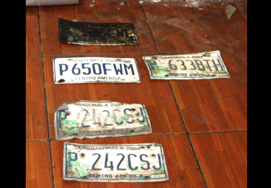 Estas son las placas de los carros que supuestamente fueron robados. (Foto: PNC)