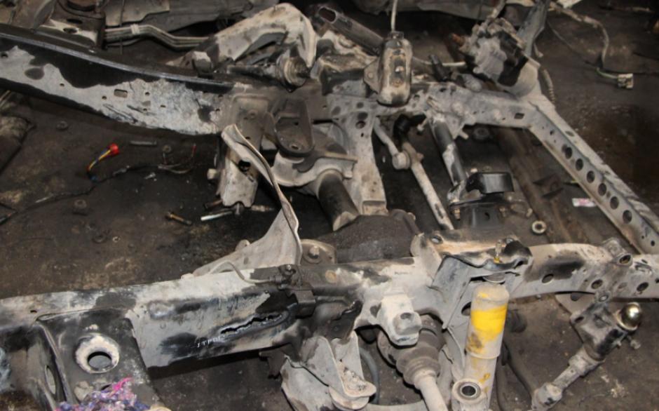 Varias partes de vehículos desmantelados fueron localizadas. (Foto: PNC)