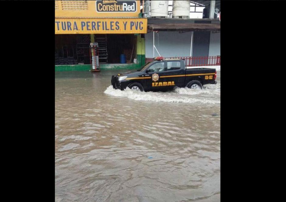 Las lluvias afectaron por dos horas a Puerto Barrios. (Foto: Izabal Informativo)