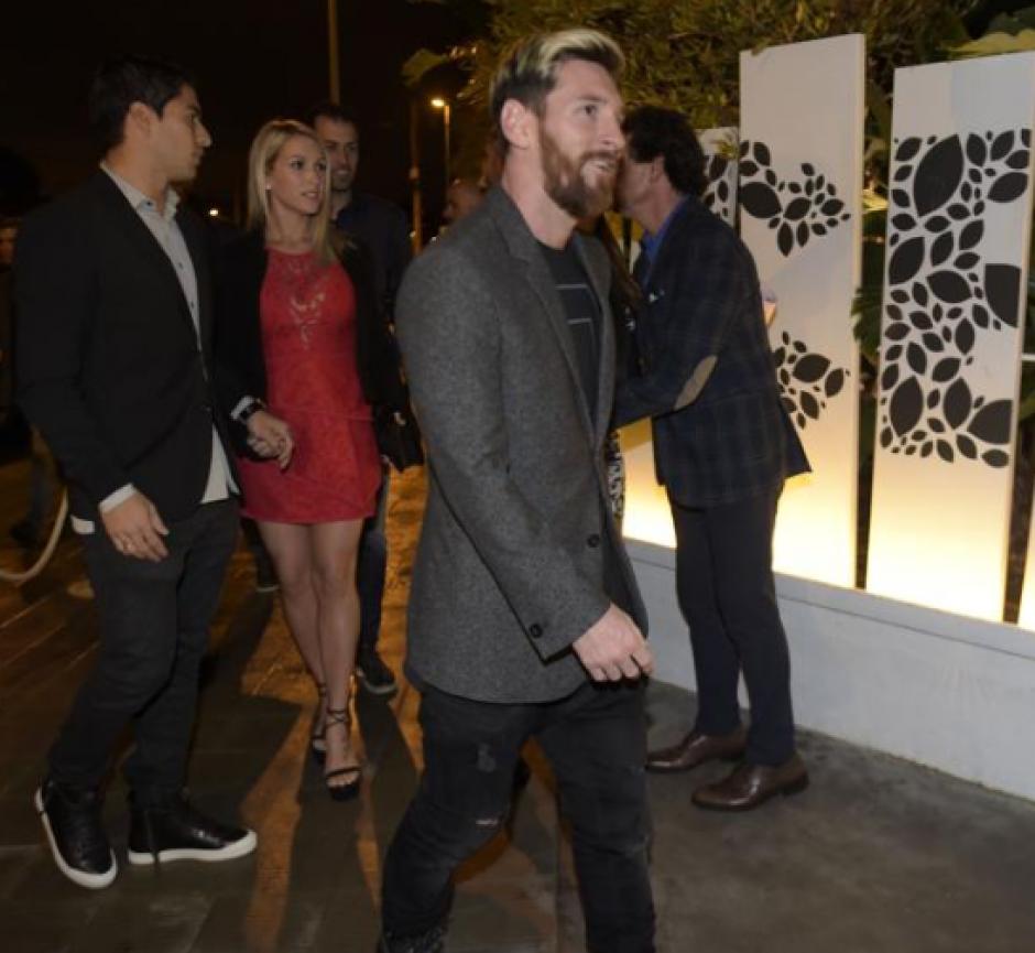 Messi en su llegada al restaurante. (Foto: Manel Montilla/Mundo Deportivo)