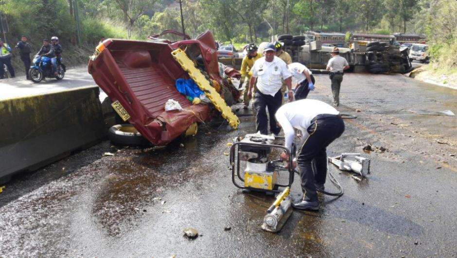 El piloto del transporte pesado, Carlos Soto Díaz, fue trasladado al Hospital Roosevelt. (Foto: Twitter/@Provial)