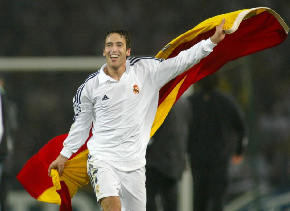 Un joven Raúl celebra una de las Champions que ganó. (Foto: Pinterest)