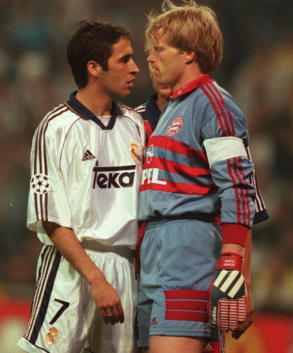 Raúl se encara con Oliver Kahn en un partido de la Champions. (Foto: AS)