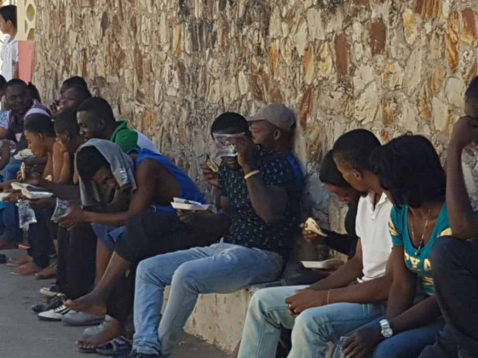 Un grupo de africanos sin documentos era trasladado a Chiquimula. (Foto: PNC)