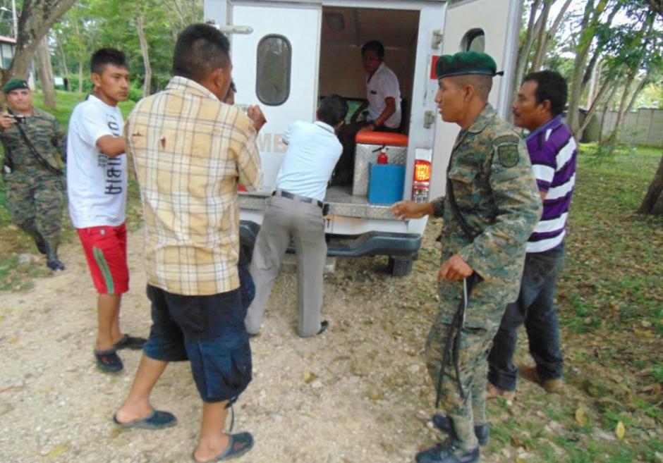 La Brigada Especial de Operaciones de Selva atendió al herido. (Foto: Beos/Petén)