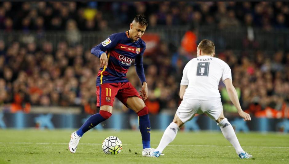 Neymar en una acción contra Toni Kroos en el último clásico. (Foto: Marca.com)