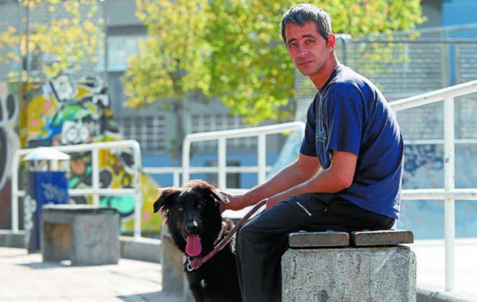 Rubén, con su perro llamado Mundo. (Foto: GolTV)