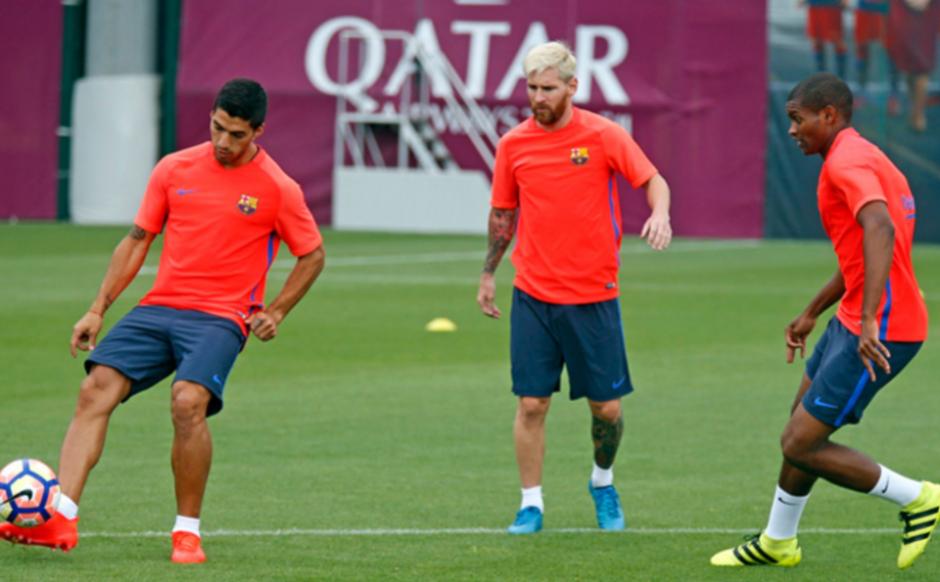 Marlon, en un entreno con Suárez y Messi. (Foto: FCB)