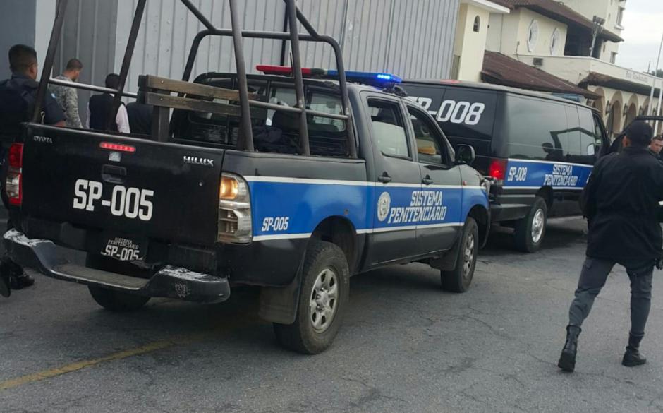 Al menos seis vehículos eran parte de la caravana de seguridad. (Foto: Sistema Penitenciario)