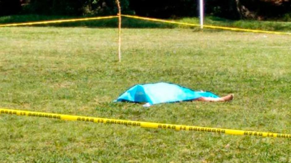 El árbitro de 59 años falleció sobre el césped. (Foto: Infobae)