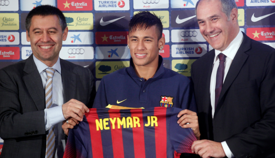 Neymar con Bartomeu y Zubizarreta el día de su presentación. (Foto: MD)
