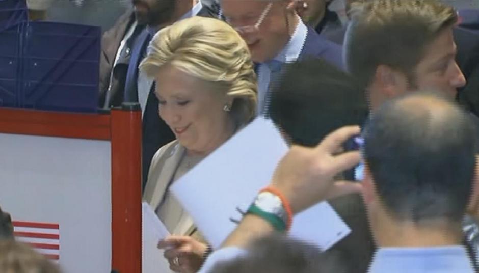 Clinton votó en un centro educativo de Nueva York. (Foto: Univisión Política)