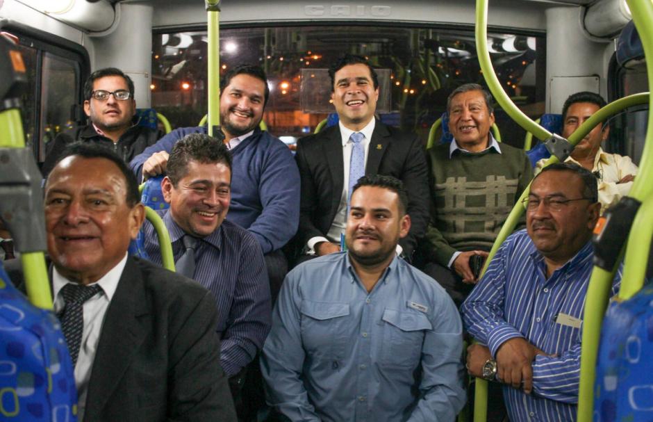 Posteriormente lo acompañaron algunos de sus trabajadores. (Foto: Facebook/Neto Bran)