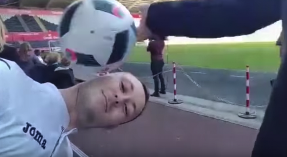 El momento en el que le dio el manotazo a la pelota. (Imagen: captura de pantalla)