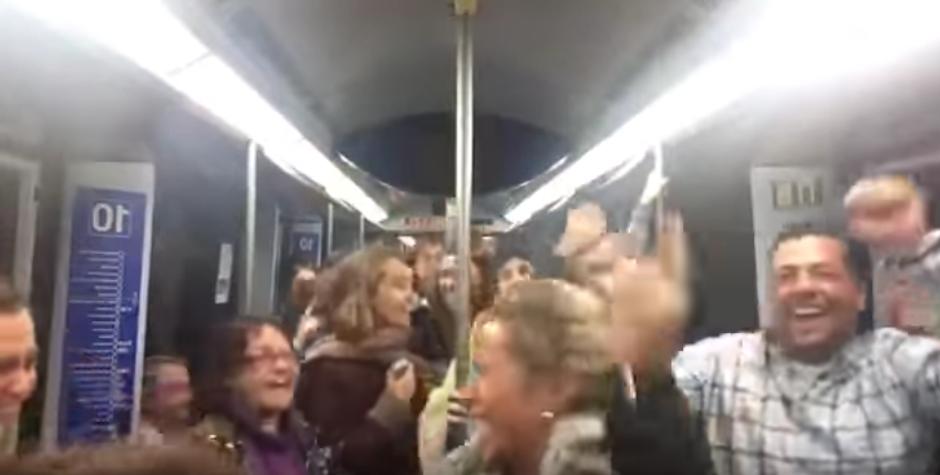 Uno de los pasajeros grabó el divertido momento. (Foto: Youtube)