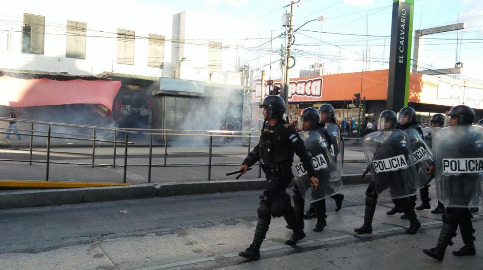 Los antimotines de la PNC llegaron mucho después de los enfrentamientos. (Foto: José Miguel Castañeda/Soy502)