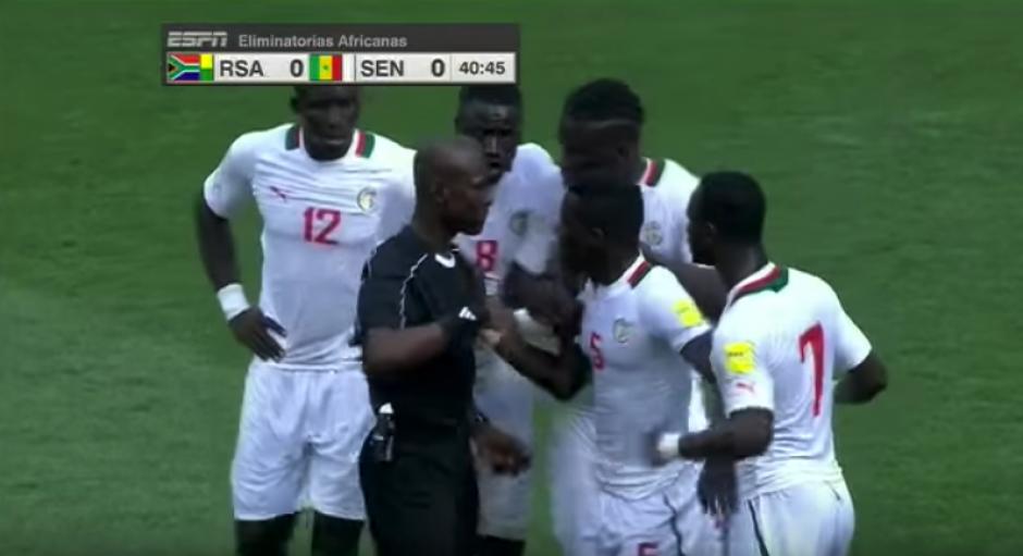 Senegal perdió el partido a causa del grave error. (Captura de Pantalla)
