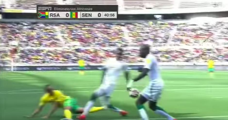 La pelota no pasó ni cerca de la mano de Koulibaly. (Captura de Pantalla)