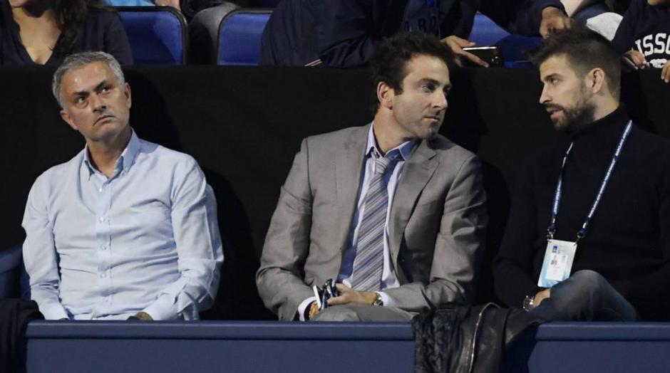 Piqué coincidió con Mou en la zona VIP del O2 Arena en Londres. (Foto: AS.com)