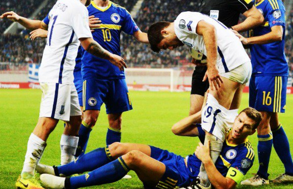 El capitán bosnio dejó en calzoncillos a un defensor griego. (Imagen: captura de pantalla)