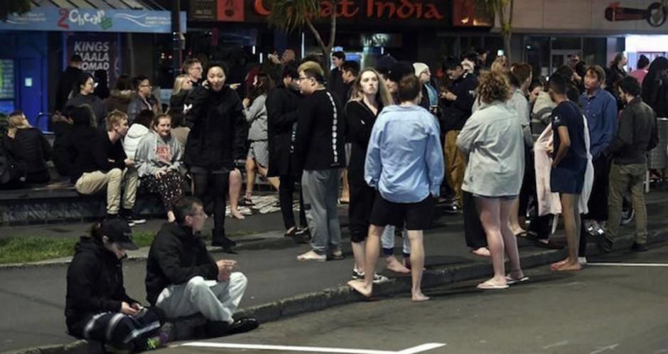 Las personas esperan instrucciones de las autoridades. (Foto: AFP)