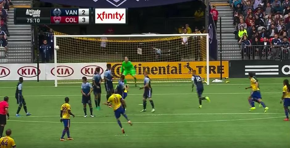 La pelota hizo una curva perfecta y espectacular. (Imagen: captura de pantalla)