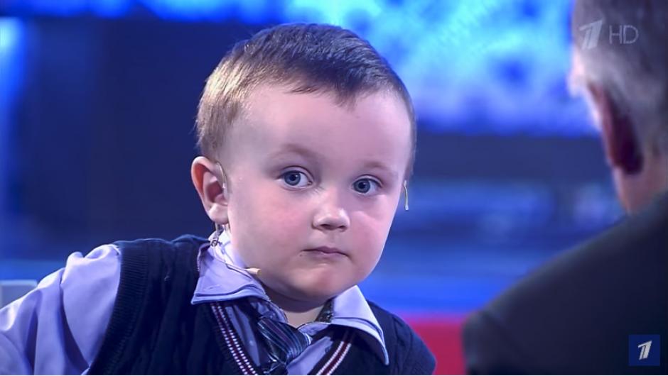 El pequeño Mijaíl Osipov quería ganarle a un excampeón de ajedrez. (Imagen: captura de YouTube)