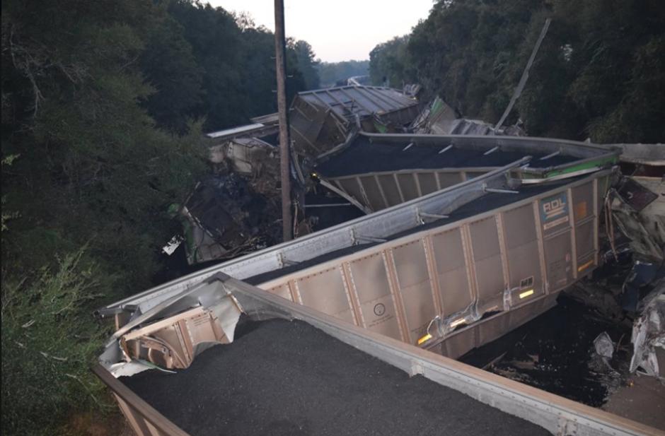 Dos trenes en Florida chocaron y dejaron pérdidas materiales. (Foto: Marion County Fire Rescue)