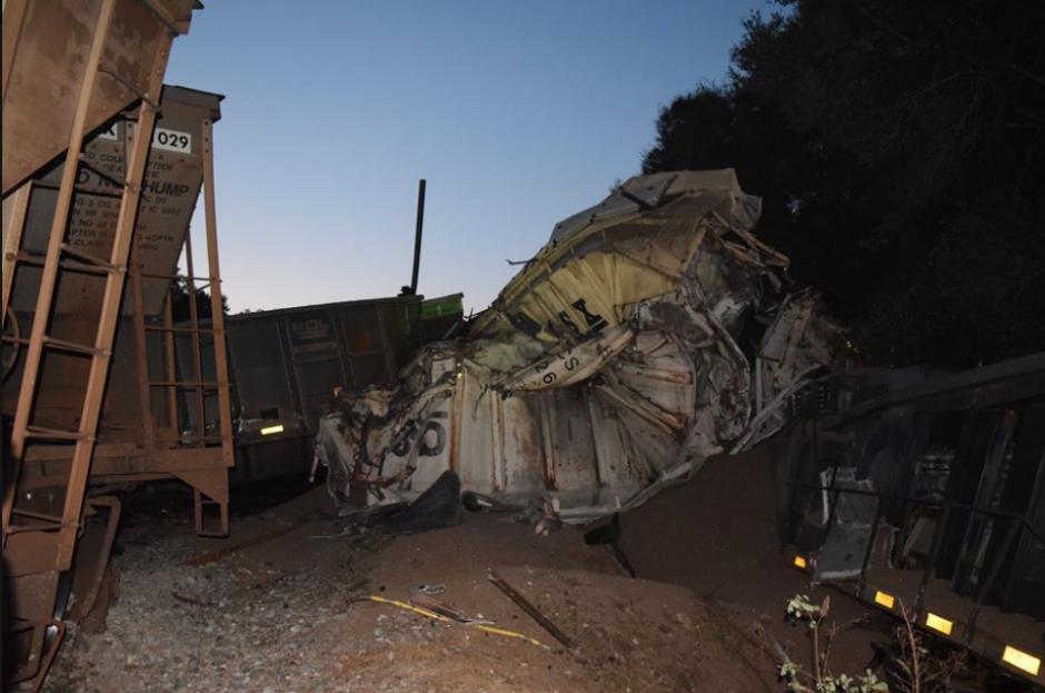 El choque dejó también 15 mil galones de combustible derramados. (Foto: Marion County Fire Rescue)