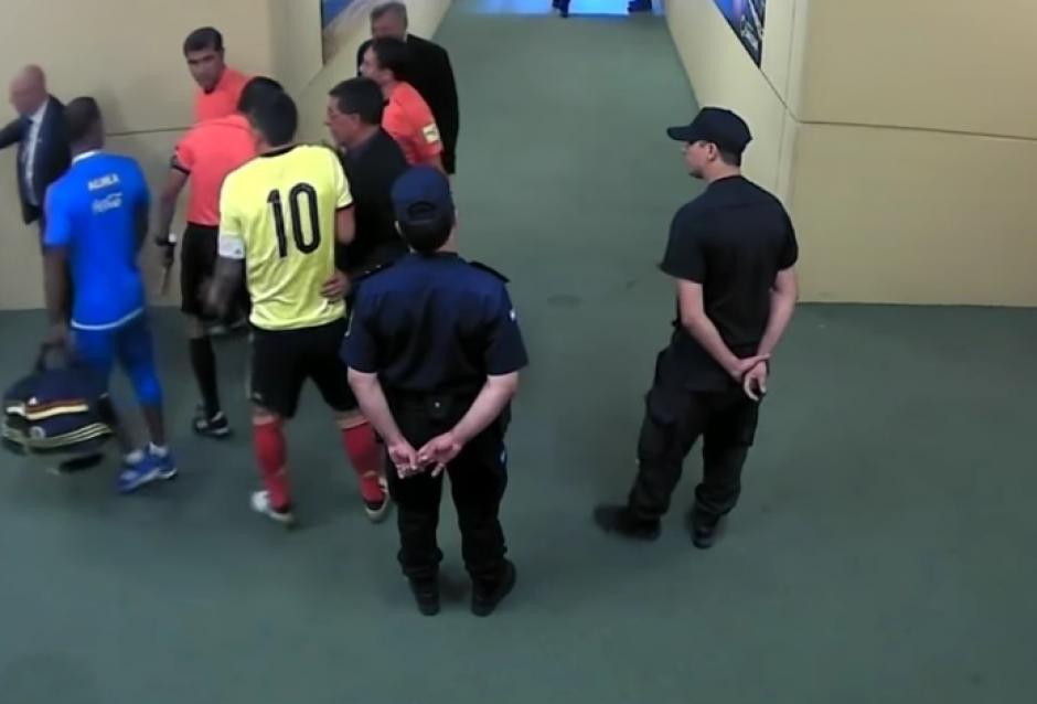 James estaba incontrolable luego del juego en el que Colombia cayó 3-0 ante Argentina