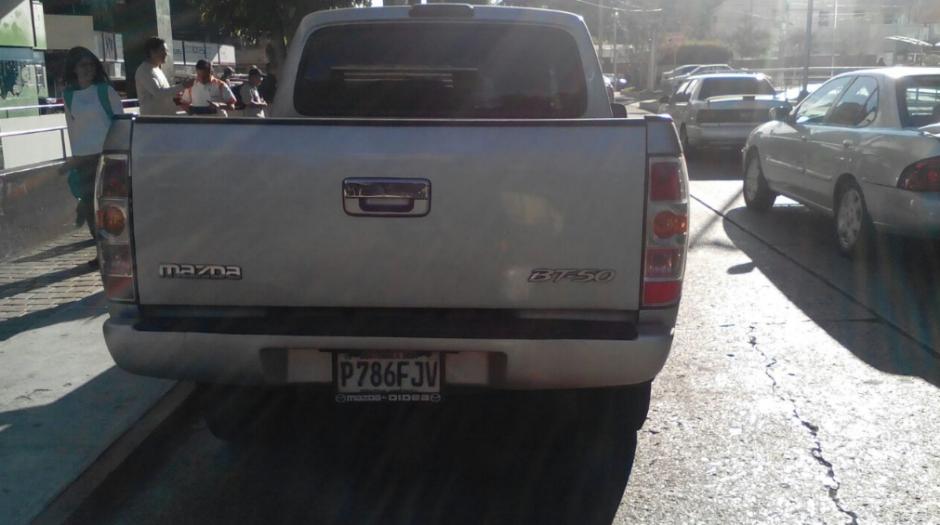 El conductor de este auto no respetó la luz roja. (Foto: Amilcar Montejo/PMT)