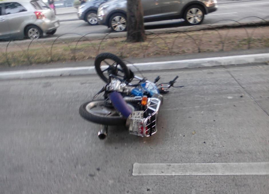 Así quedó la motocicleta en una de las calles de la zona 10. (Foto: Amilcar Montejo/PMT)