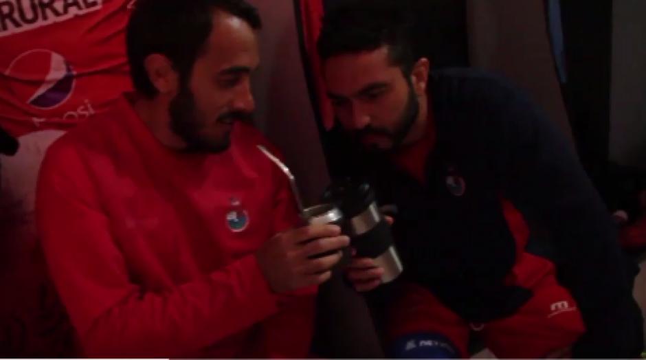 Puerari y Kamiani no faltaron en el Mannequin Challenge #PuroRojo. (Foto: Captura de video)
