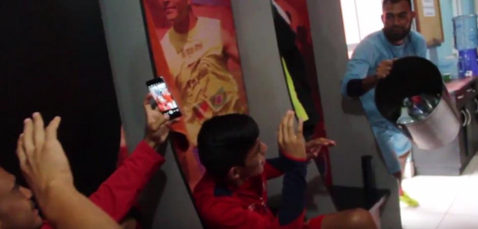 Paulo Motta y otros futbolistas rojos participaron en el Mannequin Challenge. (Foto: Captura de video)