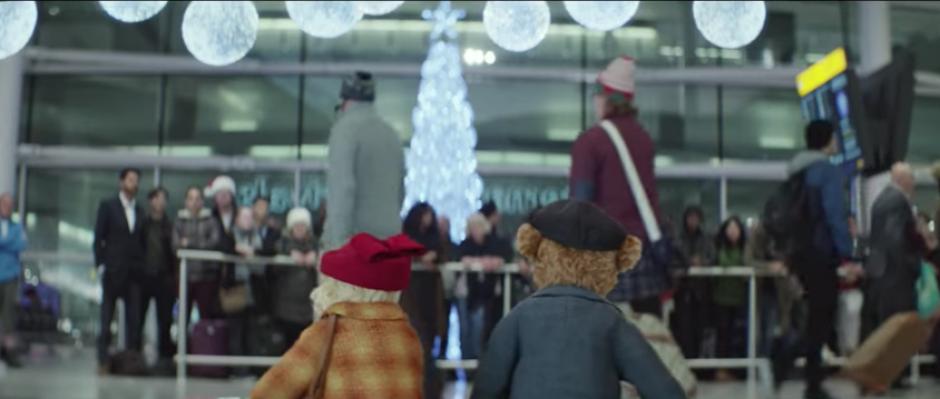 El video cuenta la historia de una pareja de abuelos que visita a su familia.  (Foto: Captura de pantalla)