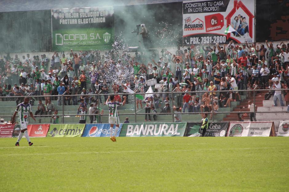 El público de Antigua apoyó a su equipo. (Foto: Fredy Hernández/Soy502)